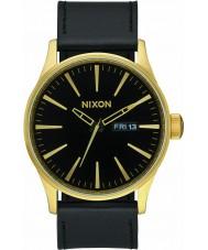 Nixon A105-513 centinela de cuero para hombre del reloj de oro negro