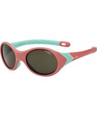 Cebe Kanga (1-3 años) subió las gafas de sol de color turquesa